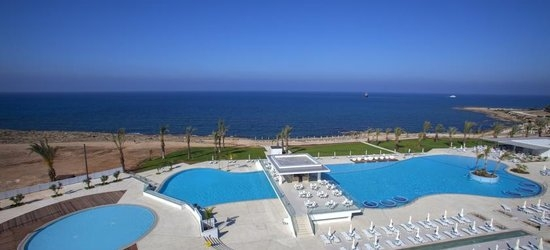 7 nights at the 5* King Evelthon Beach Hotel & Resort, Paphos