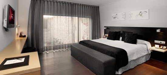 3 nights at the 4* Onix Liceo, Barcelona, Costa Brava