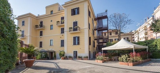 3 nights at the 3* Romoli Hotel, Rome