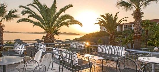 7 nights at the 4* Akrathos Beach Hotel, Ouranoupolis, Halkidiki