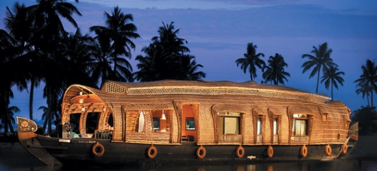 India / Tour - Divine Landscapes & Fascinating Wildlife at the Best of Kerala Tour