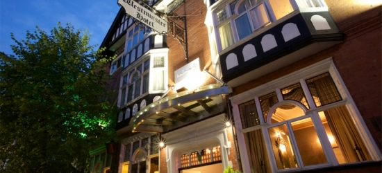 Chester: Classic Room for Two with Breakfast and Late Check-Out at Hallmark Inn Chester