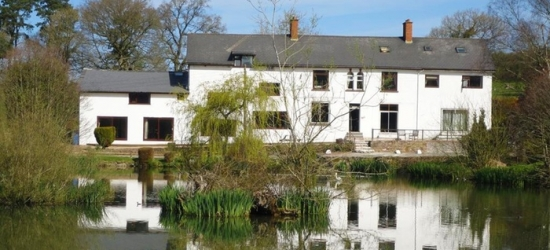 Powys: 1-3 Nights for Two with Breakfast, Wine and Option for Dinner on First Night at Three Wells Hotel and Restaurant
