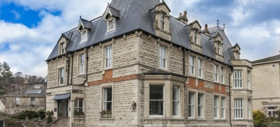 Bath: Standard Double Room for Two with Breakfast and Prosecco at Roseate Villa