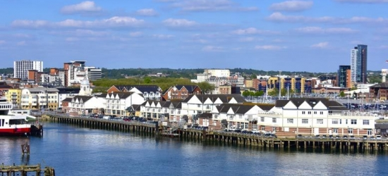 1-2nt 4* Southampton Getaway, 3-Course Dinner & Breakfast for 2