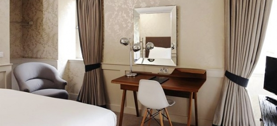 £129-- 2-night Edinburgh stay inc prosecco & more, save 43%