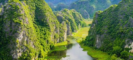 Vietnam / Tour - Breathtaking Tour of Vietnam's Highlights at the Private Charming Vietnam Tour & Central Beach Stay 4/5*