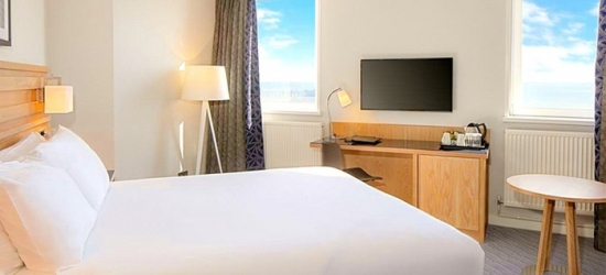 Blackpool: Standard Double or Twin Room for 2 with Breakfast, Leisure Access and Bottle of Wine at Grand Hotel Blackpool