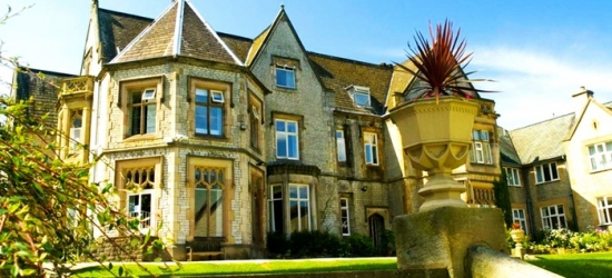 Sheffield: Double Room for Two with Breakfast, Dinner, Wine and Spa Access at 4* Kenwood Hall Hotel