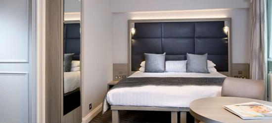4* Birmingham Stay, Leisure Access, Wine, B'fast & Dinner for two