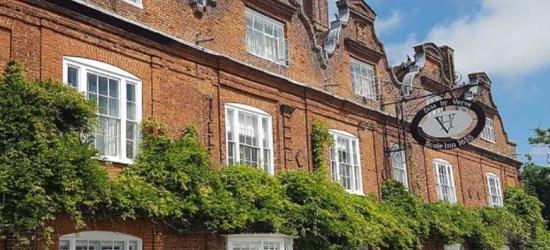 2nt Romantic Norfolk Escape, Breakfast & 2-Course Dinner for 2