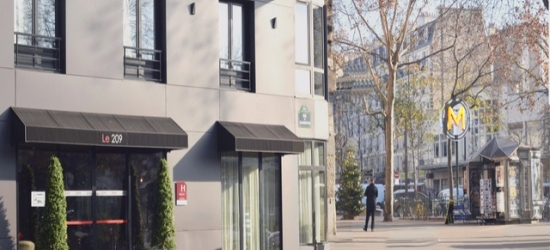£87 per night | Paris - Classic room and welcome drink at the cool Hotel Le 209