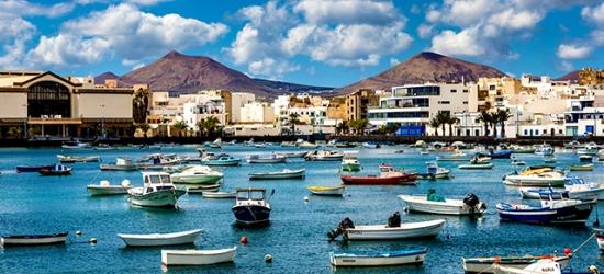 Sun-splashed Lanzarote getaway by the beach, Puerto del Carmen, Lanzarote