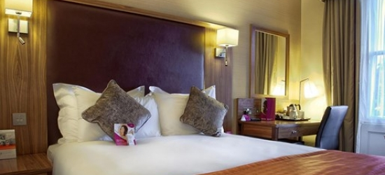 Central Edinburgh: 2-night deluxe stay w/breakfast & 3 course meal