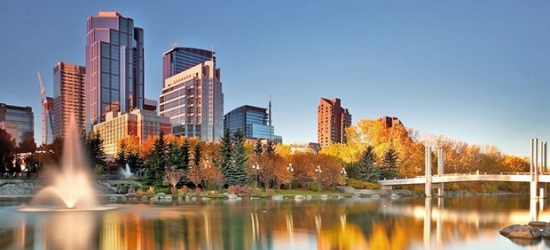 £86 -- Calgary: Airport Hotel w/Breakfast & 14-Days Parking