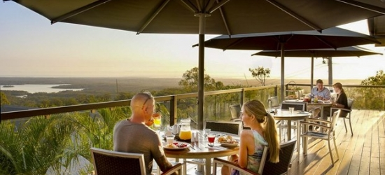 £85 -- Mountain Lodge nr Brisbane w/Brekkie, Wine & Extras, 55% off