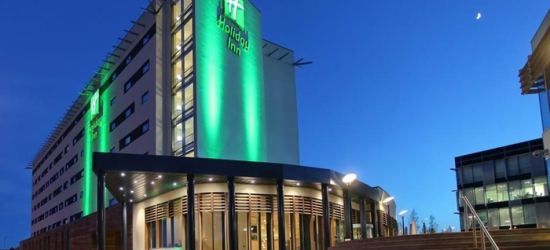 Reading: Double/Twin Room for Two with Breakfast, Spa Access and Optional Tea or Dinner at 4* Holiday Inn Reading