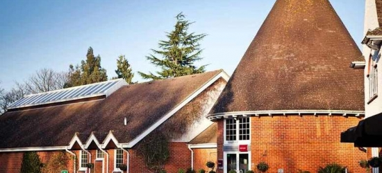 4* Tunbridge Wells Stay, Leisure Access, Dinner, B'Fast & Wine for 2