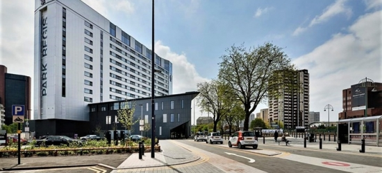 Birmingham: Deluxe Double Room for Two with Breakfast and Option for Dinner at 4* Park Regis Birmingham