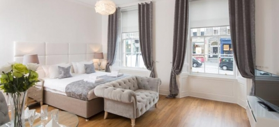 Edinburgh: 1- or 2-Night Stay for Two or Up to Six at 4* Edinburgh Castle Apartments Suites