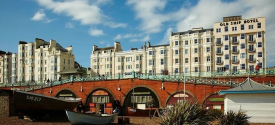 Brighton: Standard or Sea View Room for Two with Breakfast and Option for Dinner at 4* Old Ship Hotel