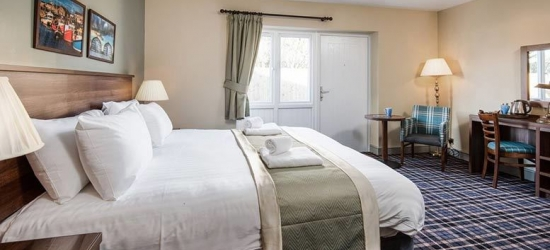 Northumberland Coast Stay, Dining, Prosecco & Late Checkout for 2
