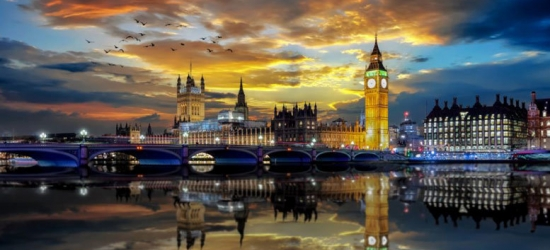 1-2nt 3* or 4* London Stay, Breakfast & Cocktails @ Planet Hollywood