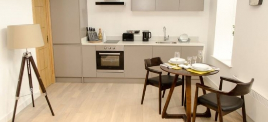 1-2nt Liverpool City Centre Stay for 2, Wine & Late Check-Out