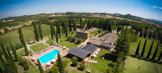 Romantic foodie holiday at a Tuscan country farmhouse with car hire