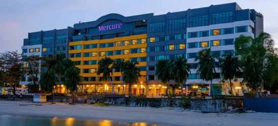 £47-£49 -- Penang Beachfront Stay w/Upgrade & Transfer