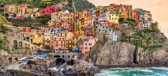 Tour - From Spectacular Vineyards to Picturesque Coast at the Discover from Langhe to Cinque Terre