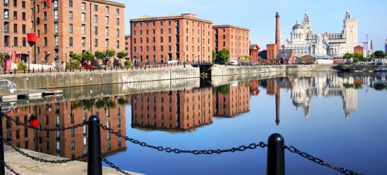 Liverpool: 1 Night for Two with Breakfast, Bottle of Wine and Optional Dinner and Parking at The Britannia Adelphi Hotel