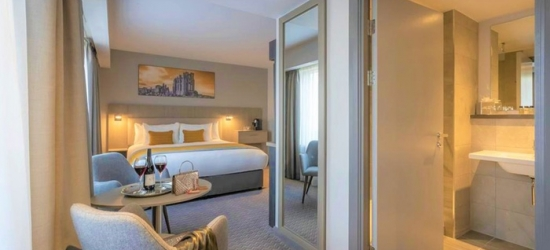 Newcastle: Deluxe Room for Two with Breakfast, Wine, Late Check-Out and Option for Dinner at 4* Maldron Hotel Newcastle