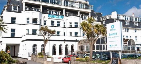 Bournemouth: Standard Room for Two with Breakfast, 3-Course Dinner, Wine and Tea/Coffee on Arrival at The Suncliff Hotel