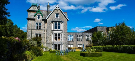 1-2nt Lake District Break, 3-Course Dinner, Fizz & Treats for 2