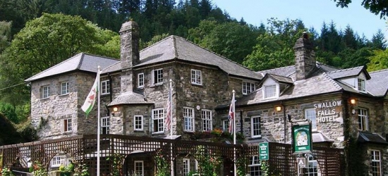 2nt Snowdonia National Park Escape, Breakfast & Cream Tea for 2