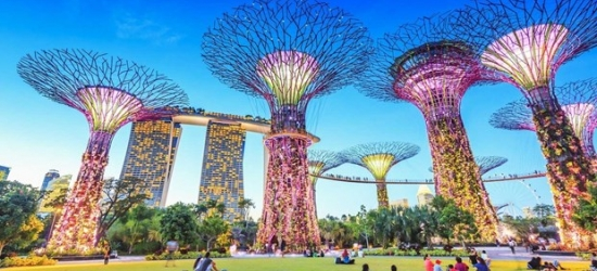 £115 -- Singapore: Luxe CBD Stay nr Attractions w/Breakfast