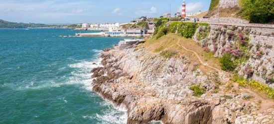 Luxury Devon Apartment Escape & Bottle of Prosecco for up to 12