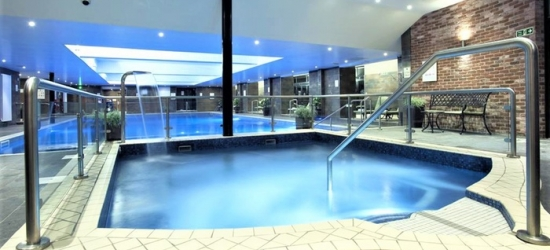 Hampshire: Superior Room or Apartment for 2 or 4 with Brekky, Bubbly and Optional Dinner or Spa at 4* Old Thorns Hotel