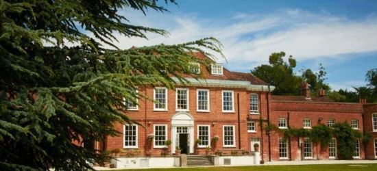 4* Buckinghamshire Estate, Dinner, Prosecco & Late Check Out for 2