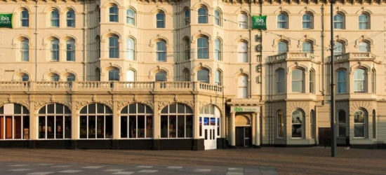 Blackpool Break, Breakfast, Arrival Drink & Late Check Out for 2