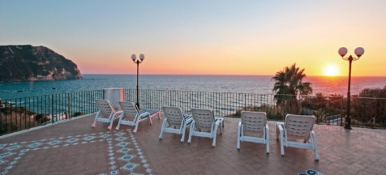 Scenic Ischia beach break with a sightseeing tour