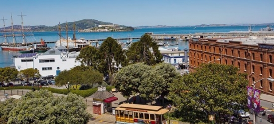 £255 -- San Francisco: Luxe Fisherman's Wharf Stay in Summer