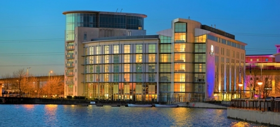 London: Queen Guest Room with Breakfast, Dinner, Fitness Room Access and Late Check-Out at the 4* London Hotel Docklands