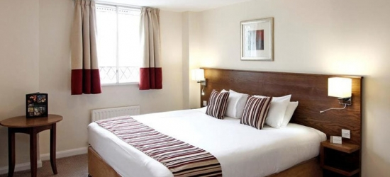 1-2nt Wolverhampton Stay & 3-Course Dining for 2 @ Mercure Goldthorn