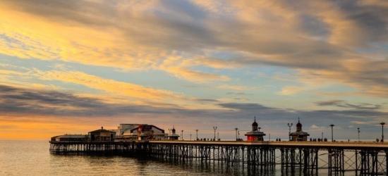 2nt Blackpool Getaway & Breakfast for 2 @ Waters Edge