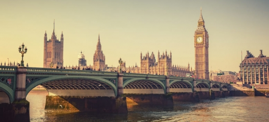 1-2nt 3* or 4* London Escape, Breakfast & 3-Course Dining @ Bill's