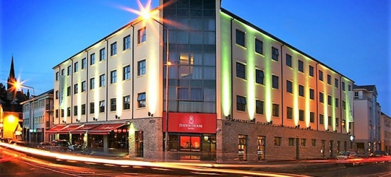 Co. Donegal: 1-2 Nights for Two with Breakfast and Hot Drink and Muffin on Arrival at Station House Hotel Letterkenny