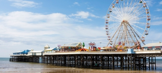 Blackpool: Double Room for Two with Breakfast and Glass of Wine at Garveys Promenade
