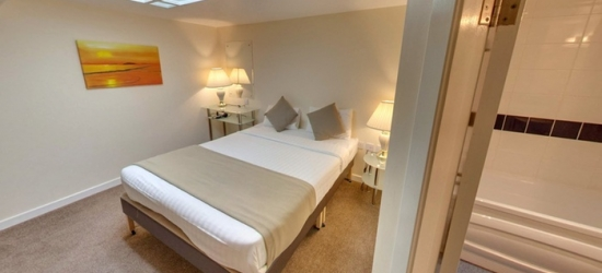 Edinburgh: One-Night Stay for Two with Breakfast and Option for Dinner and Wine at Britannia Hotel Edinburgh